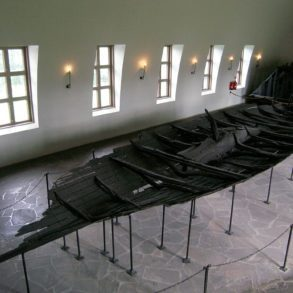 Tune ship gives an insight into the life of Norse society.