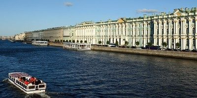 The blog features an eerily empty St. Petersburg.