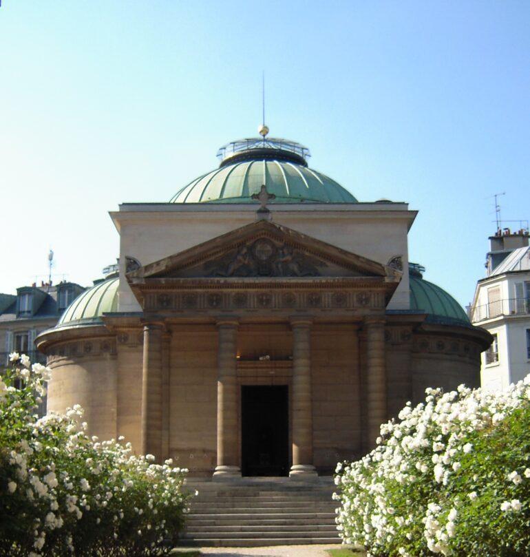 La Chapelle Expiatoire is located on Place de la Concorde, then Place de la Revolution.