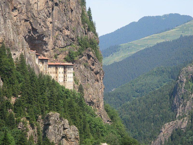 Vue depuis la route, monastère de Sumela sur la mer Noire.