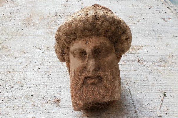 Antica testa del dio greco Hermes