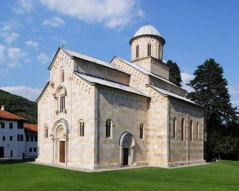 De kerk van het Visoki Dečani-klooster in Kosovo