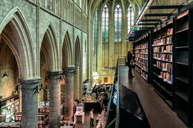 La chiesa domenicana di Maastricht, nei Paesi Bassi, è stata trasformata in una libreria