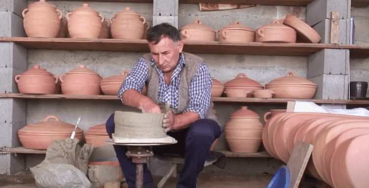 Zlakusa pottery making