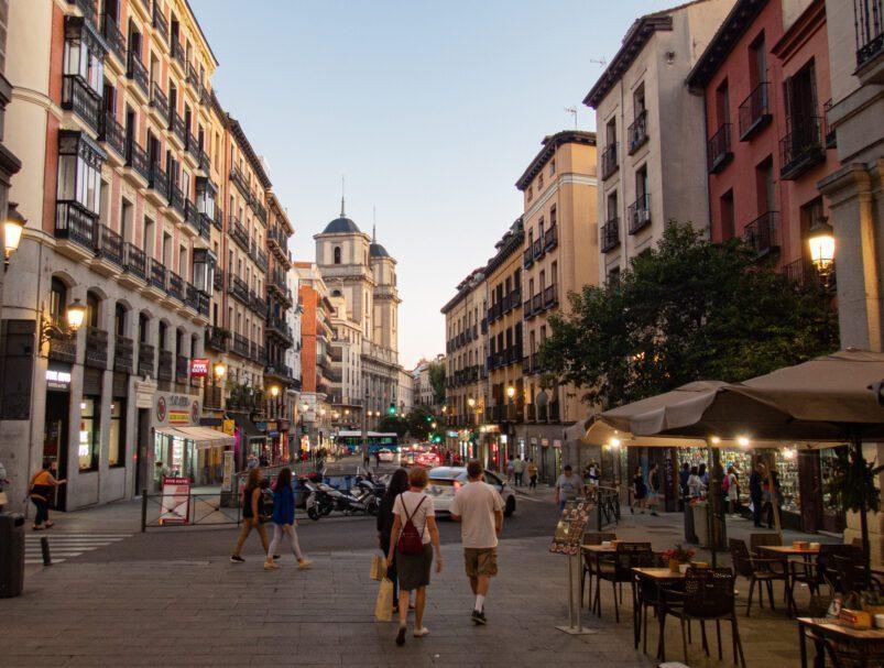 Une rue commerçante de Madrid appelée Calle de Toledo