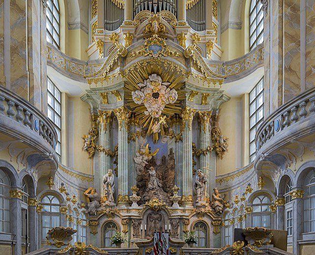 Interieur van de Frauenkirche in Dresden, Duitsland. Afbeelding: CEphoto, Uwe Aranas via Wikimedia CC BY-SA 3.0